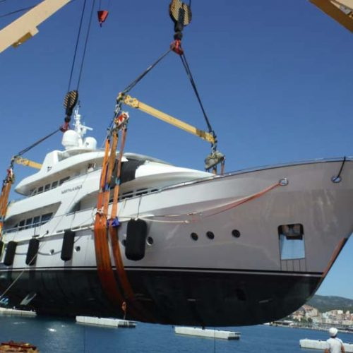 Discharging a yacht of 330 MT at Mallorca.