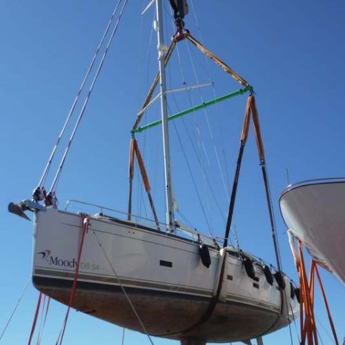 Discharging of sail yachts at Mallorca