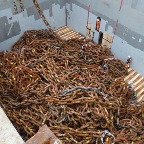 Carga de cadenas para plataformas en el puerto de Bilbao