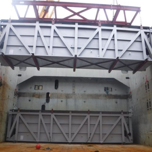Carga de módulos de 125 tons en el puerto de Gijón